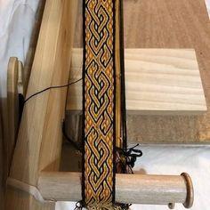 Card Weaving, Weaving Art, Loom Weaving, Inkle Weaving Patterns, Viking Pattern, Finger Weaving, Inkle Loom, Dragon Pattern, Weaving Projects