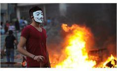 Ve Türkiye... Maskeler Türkiye'deki eylemlerde daha önce de kullanılmıştı ama Gezi Parkı eylemlerinde kullanımı yaygınlaştı.