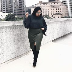 This outfit is now live #ontheblog Click the link in my bio for #outfit details . . . . . . #plus #plussize #plussizefashion #fashion #look #ootd #plusfashion #curvy #curves #winter #honormycurves #bodypositive #daretowear #styleissizeless