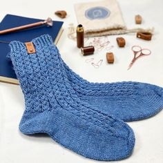 Ribbeluen - gratis oppskrift Easy Knitting Patterns, Stockinette, Cable Knit Sweaters, 6 Years, Knitwear, My Design, Stitch, Heels, English