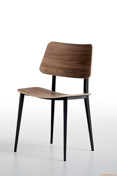 Joe | Stuhl aus Stahl in der Farbe Graphit, Sitz und Rückenlehne aus Holz furniert Ausführung geflammte Nussbaum