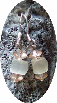 Southern OOAKS: Happy Saturday and psstt.....there's a gift waiting for YOU. Come and read and see how YOU could get these ohhh so cute earrings that match a ohh so cute necklace. ^_^