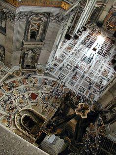 Interior de la Basílica de San Pedro, #Vaticano, #Roma http://www.viajararoma.com/ciudad-del-vaticano/basilica-de-san-pedro/ #Italia