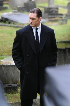 Tom Hardy Photos Photos - Tom Hardy spotted on the 'Legend' set. - Tom Hardy Films 'Legend'