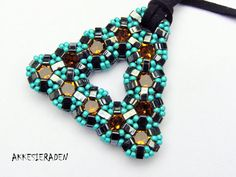 tutorial for the Shiny mosaic triangle pendant Half Tila beads and chatons size ss39