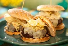 Bobbys Louisiana Burger : Leave it to crunch master Bobby to crunchify his bayou-inspired burger topped with tasso ham a smear of mustardy mayo and a handful of potato chips. Food Network Star, Food Network Recipes, Cooking Recipes, Beef Recipes, Recipies, Hamburger Recipes, Cajun Recipes, Meatloaf Recipes, Grilling Recipes