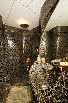 Nice-Looking Different Traveler Apartment Interior Design in Moscow: Cool Organic House Interior Design For Bathroom Decorated With Black Mosaic Wall Tile Design With Minimalist Interior Decoration Ideas ~ CLAFFISICA Apartment Inspiration Wall Tiles Design, Mosaic Wall Tiles, Bathroom Tile Designs, Modern Bathroom Design, Bathroom Interior Design, Bathroom Ideas, Mumbai, Taj Mahal, Gold Faucet