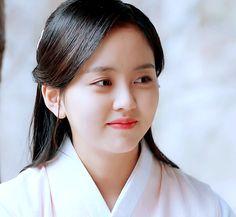 Kim Sohyun, Korean Actresses, Korean Girl, Dramas, Most Beautiful, People, Korean Actors, Asian Beauty, Female Actresses