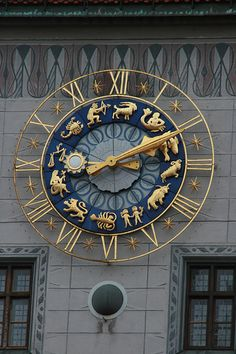 Zodiac Clock in München (Munich), Germany - Now that is one cool looking clock Unique Clocks, Cool Clocks, Big Clocks, Marie Von Ebner Eschenbach, Objets Antiques, Arte Steampunk, Tick Tock Clock, Father Time, As Time Goes By