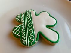 St. Patrick's Day decorated sugar cookie Davids Cookies, St Patrick, Sugar, Desserts, Decor, Tailgate Desserts, Deserts, Decoration, Postres