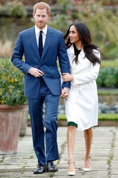 After officially announcing their engagement on Monday morning, Prince Harry and Meghan Markle made a celebratory appearance at Kensington Palace. Harry and Prinz Harry Meghan Markle, Harry And Megan Markle, Princess Meghan, Prince And Princess, Prince Harry And Megan, Harry And Meghan, Meghan Markle Engagement, Actress Meghan Markle, Markle Prince Harry