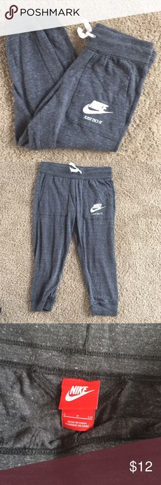 Ladies size small Nike workout pants In excellent used condition Capri style light cotton Nike Pants Track Pants & Joggers