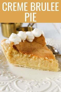 Creme Brûlée Pie A silky smooth vanilla custard in a buttery crust topped with a crisp sugar topping It is a creamy sweet pie with a touch of tang and will b. Banoffee Pie, Köstliche Desserts, Dessert Recipes, Vanilla Desserts, Custard Desserts, Sweet Desserts, Pie Recipes, Baking Recipes, Sausage Recipes