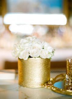 Gold centerpieces, Metallic centerpieces, Gold Centerpiece with white roses #goldweddings #glamweddings #goldweddingcenterpieces