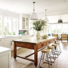 White kitchen with rustic timber island and lots of natural light Kitchen Redo, New Kitchen, Kitchen Work Bench, Kitchen Remodel, Kitchen Island Dining Table, Island Table, Island Bench, Home Design, Küchen Design