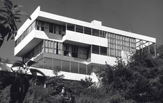 Lovell House / Richard Neutra Los Angeles, California, United States Courtesy of Wikiarquitectura Richard Neutra, Richard Meier, Bauhaus, Green Architecture, Architecture Design, Futuristic Architecture, Vintage Architecture, Chinese Architecture, Amazing Architecture