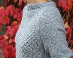 Elegant raglan sweater with an eye catching daisy-pattern in the front. Sweater Knitting Patterns, Free Knitting, Daisy Pattern, Learn How To Knit, Pulls, Knitting Projects, Knit Cardigan, Knitwear, Knit Crochet
