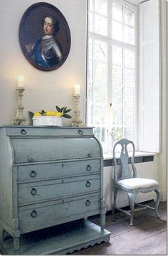 you can get this with Chalk Paint® decorative paint by Annie Sloan in Louis Blue. Image only. Annie Sloan Painted Furniture, Blue Painted Furniture, Chalk Paint Furniture, Furniture Projects, Furniture Making, Furniture Makeover, Vintage Furniture, Diy Furniture, Painted Chest