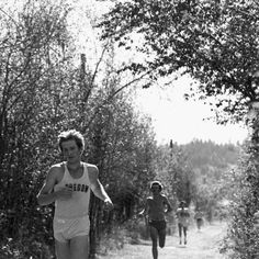 Black and white photo of University of Oregon cross country runner Bruce Nelson running in the 1979 Garrie Franklin Classic, a race in which he finished in 10th place. ©University of Oregon Libraries - Special Collections and University Archives