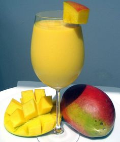 How to Make Mango Lassi. Mango lassi are known for being the perfect drink to serve with Indian food. The sweet flavor of ripe mango is blended with creamy yogurt and ice to create a refreshing, healthy beverage that's easy to make at. Mango Smoothies, Smoothie Fruit, Smoothie Drinks, Healthy Smoothies, Healthy Drinks, Simple Smoothies, Healthy Milk, Homemade Smoothies, Vanilla Smoothie