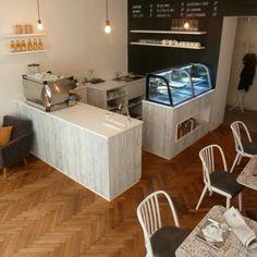 Proč navštívit kavárnu Mezi Zrnky? Protože zde naleznete originální vzdušný interiér, kvalitně připravovanou výběrovou kávu a čerstvé dobroty. Víca na https://www.storyous.com/cz/mista/podnik/praha-mezi-zrnky/