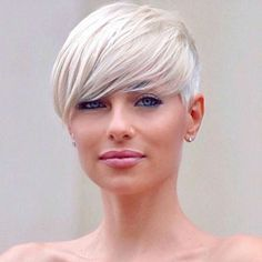 Long pixie hairstyles are a beautiful way to wear short hair. Many celebrities are now sporting this trend, as the perfect pixie look can be glamorous, elegant and sophisticated. Here we share the best hair styles and how these styles work. Pixie Cut With Long Bangs, Blonde Pixie Cuts, Short Thin Hair, Short Hair Cuts, Short Curls, Older Women Hairstyles, Feathered Hairstyles, Hairstyles With Bangs, Diy Hairstyles