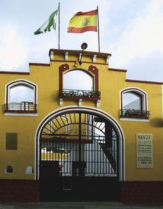 Puerta grande de la Plaza de Toros de Berja Montenegro, Grande