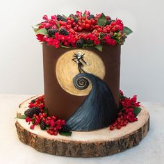 "Original layer cake de la gran Katherine Sabbath. ""The Nightmare Before Christmas (in cake!)  I really enjoyed experimenting with hand-carving chocolate ganache for the first time...Not to mention, it…"""