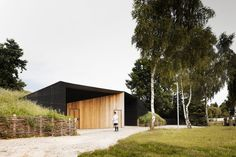 Hidden Locker Rooms / MU Architecture + Ateliers Les Particules