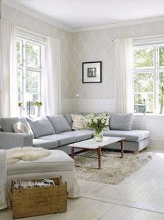 36 Light Cream and Beige Living Room Design Ideas A grey sofa with ivory patterned wallpaper and light wood floors is a light and airy look. The post 36 Light Cream and Beige Living Room Design Ideas appeared first on Vardagsrum Diy. Home, Taupe Walls, Living Spaces, Living Room Decor, Beige Living Rooms, Couch Decor, Interior Design, Living Decor, Home And Living