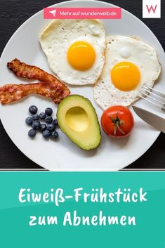 Mit unseren Eiweiß-Frühstücks-Rezepten bleibst du lange satt und gibst Heißhungerattacken schon ab dem frühen Morgen keine Chance mehr. Probiere diese leckeren Rezepte aus. #rezepte #fruehstueck #abnehmen Low Carb, Eggs, Tricks, Breakfast, Wellness, Food, Chef Recipes, Nice Breakfast, Healthy Food