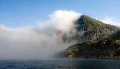 Fiind unul dintre cele mai mari lacuri glaciare de pe teritoriul Romaniei, Lacul Bucura se afla amplasat in Muntii Retezat, la o inaltime de 2040 de metri.locului.