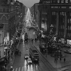 Aleksanterinkatu joulukatuna. Volker von Bonin 1.12.1976–31.12.1976. Helsingin kaupunginmuseo. History Of Finland, The Old Days, Life Photo, Helsinki, Time Travel, Past, Nostalgia, Old Things, Black And White