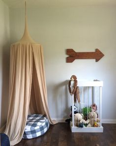 Detailed tutorial for how to make this fun zoo for your furry friends by Blue House Joys