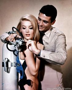 We take a glance at a rare American television appearance from the lovely cult film actress Barbara Bouchet in this Irwin Allen classic series episode. Sci Fi Tv, Sci Fi Movies, Movie Tv, Photo Vintage, Vintage Tv, Left Hand Man, Richard Basehart, Barbara Bouchet, Scuba Girl