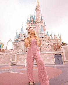 magic kingdom in disney style Disneyland Outfit Summer, Disneyland Outfits, Disney Inspired Outfits, Disney Outfits, Disney Style, Travel Outfits, Disney Day, Disney Magic, Walt Disney