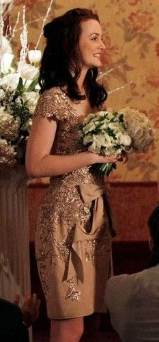 blair waldorf elegant gold dress Wow even my mom is pinning off of the queen 😜 long live the queen! Gossip Girl Blair, Moda Gossip Girl, Blair Waldorf Gossip Girl, Gossip Girls, Gossip Girl Outfits, Gossip Girl Fashion, Fashion Tv, Fashion Beauty, Blair Fashion