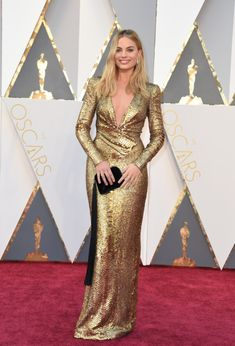 timeless showstopper.  and that clutch (so clutch!) // Margot Robbie in Tom Ford // oscars2016