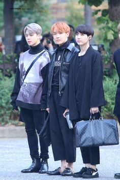 It's a normal photo, but please look at j-Hope's shoes.