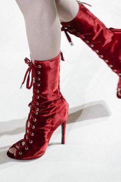 Giambattista Valli Fall 2017 Fashion Show Details, Paris Fashion Week, PFW, Runway, TheImpression.com - Fashion news, runway, street style, models