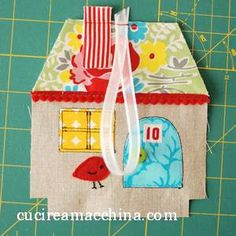 adorable little fabric houses Scrap Fabric Projects, Fabric Scraps, Sewing Projects, Christmas Love, Christmas Crafts, Ornament Tutorial, House Ornaments, Fabric Houses, Free Machine Embroidery