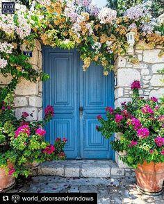 Doorway with large beautiful pots Door Entryway, Entrance Doors, Doorway, Garage Doors, Cool Doors, Unique Doors, The Doors, Rustic Windows And Doors, Door Gate