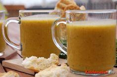 Sült zöldségekből készítünk finom melegítő levest. Ehhez szükségünk lesz petrezselyemgyökérre, zellergumóra, karalábéra, hagymára, póréhagymára és sárgarépára.... Veg Soup, Vegan Vegetarian, Mason Jars, Bors, Tableware, Veggie Soup, Dinnerware, Tablewares, Mason Jar