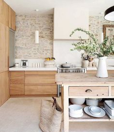 Are you looking for rustic kitchen design ideas to bring your kitchen to life? I have here great rustic kitchen design ideas to spark your creative juice. Kitchen Inspirations, Home Decor Kitchen, Farmhouse Kitchen Design, New Kitchen, Scandinavian Kitchen, Kitchen Interior, Kitchen Trends, Trendy Kitchen, Best Kitchen Designs