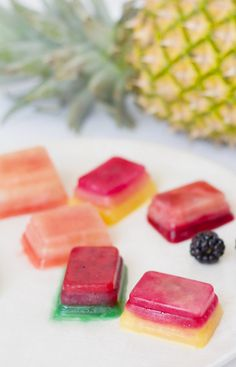 Gorgeous fruit-ice cubes to flavor your water #hydration #diy