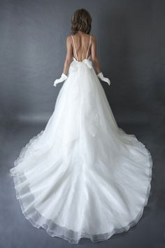 Wedding Dresses with pockets = brilliant  (Heidi Elnora)
