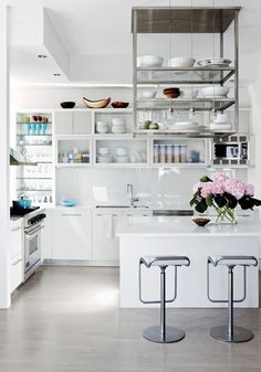 For a trendy approach to your kitchen design, consider stark white counters and open shelving. Add pops of color with your cookware, kitchen accessories, and the ever-so-stylish Nespresso Pixie Clip machine. The detachable pixie clips make it easy to personalize your coffee machine to match your kitchen aesthetic and design taste.