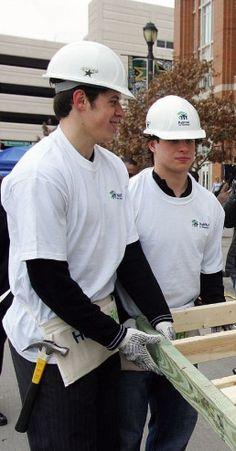 Sidney Crosby & Evgeni Malkin moonlighting as construction workers.<< LOOK HOW HOT. just staahhpp