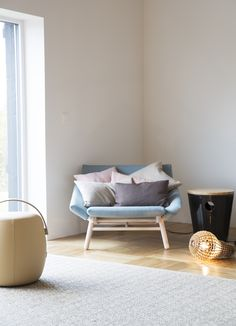 Multikomfort i visningshus, Larvik - Nyfelt og Strand Interiørarkitekter Couch, Furniture, Home Decor, Homemade Home Decor, Sofa, Couches, Home Furnishings, Sofas, Sofa Beds