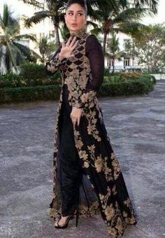 Kareena Kapoor sizzles in Anamika Khanna Black and Gold Outfit Indian Gowns, Indian Attire, Indian Wear, Indian Suits, Indian Designer Outfits, Designer Dresses, Kaftan, Stylish Dresses, Fashion Dresses